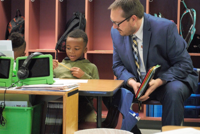 NIET President and COO Dr. Joshua Barnett visits Mansfield Elementary classroom