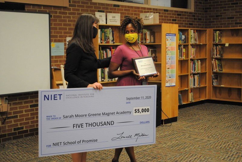 Sarah Moore Greene Magnet Academy Principal Robin Curry Accepts 2020 NIET School of Promise Award