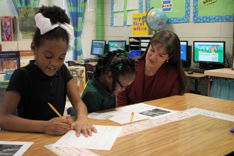NIET CEO Dr. Candice McQueen works with Mansfield Elementary students